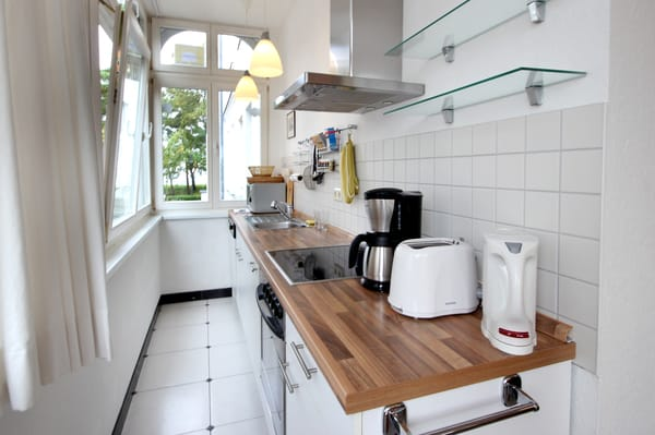 Küchenzeile mit Blick zur Ostsee