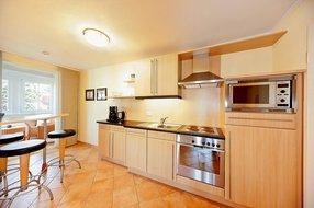 separate Küche mit Tresen