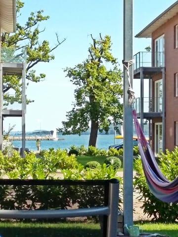 Blick von der Terrasse zum Hafen und weiter zur Insel Vilm
