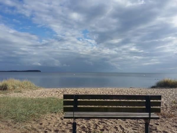 Am Neuendorfer Strand, mit Blick auf den Greifswalder Bodden und die Insel Vilm