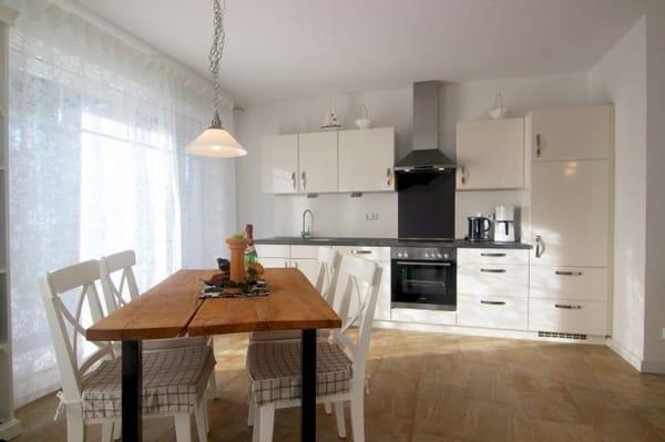 Komplett und hochwertig ausgestattete Küche mit Geschirrspüler