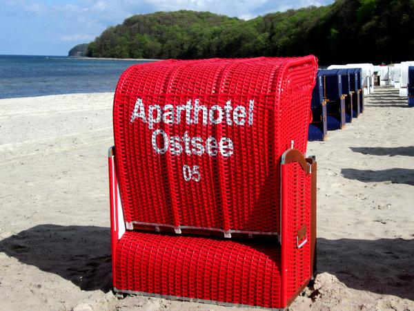 AHOI-Wohnung 402222-05 im Aparthotel Ostsee bietet von Mai bis September diesen STRANDKORB ohne Aufpreis