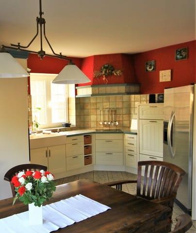 Küche mit Backofen,Mikrowelle,Geschirrspüler