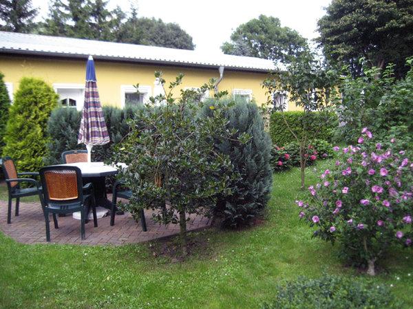 Außenterrasse in der Gartenanlage