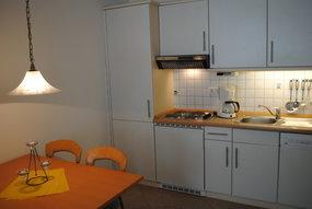 Küchenzeile + Essbereich