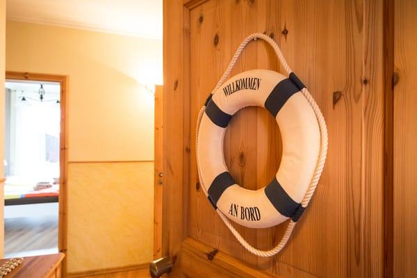 Ein Stellplatz direkt am Haus sowie ein WLAN-Zugang stehen Ihnen kostenfrei während Ihres Urlaubes mit zur Verfügung und runden den Urlaubskomfort dieses Appartements ab.