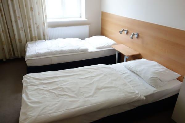 Schlafzimmer 2 mit 2 Einzelbetten 90*200cm