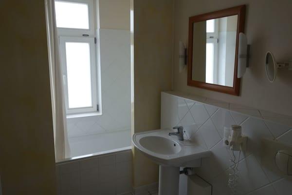 Tageslichtbadezimmer mit Badewanne Wohnung 9 vergleichbar mit Wohnung 5