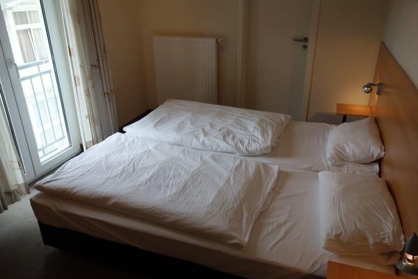 Schlafzimmer 1 Doppelbett 180 cm * 200 cm Wohnung 8
