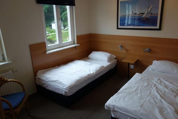 Schlafzimmer 1 mit 2 Einzelbetten 90*200cm