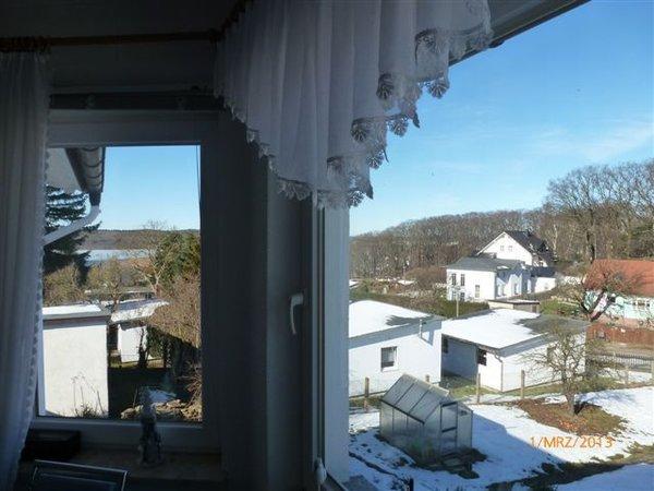 Winterblick aus dem größeren Schlafzimmer. Links sieht man den Schmachtersee.