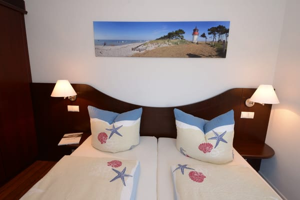 Blick ins gemütliche Schlafzimmer mit Betten 0,90 m x 2,00m Grösse