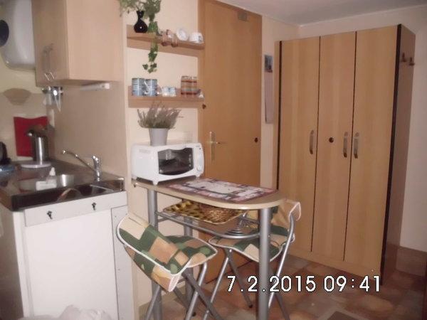 Wohnküche (Tür zum Badezimmer)