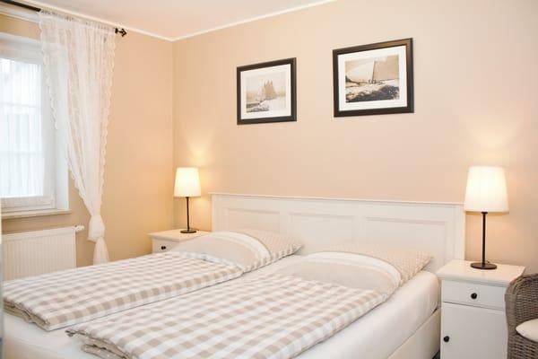 großes Doppelbett mit 2 Matzatzen