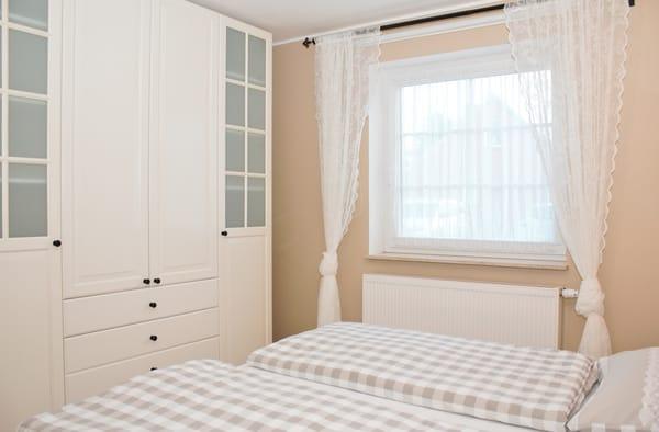 bequemes Doppelbett mit Federkern