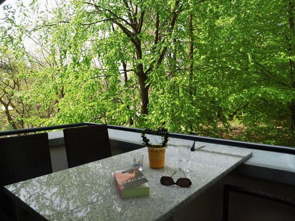 Auf dem eigenen Balkon sitzt man fast im Grünen