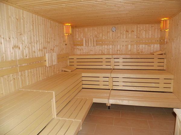 Im Wellness-Bereich stehen eine finnische und eine Bio-Sauna zur kostenlosten Nutzung zur Verfügung