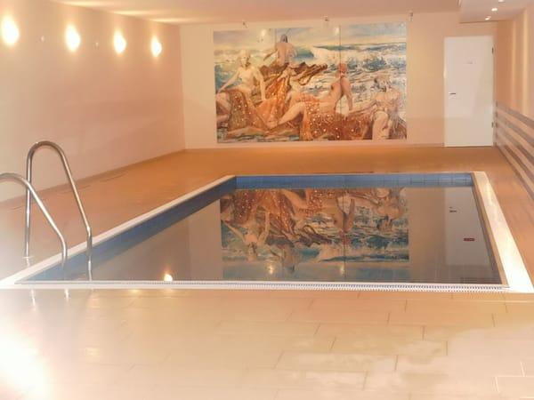 Der kleine Swimming-Pool im Wellnessbereich