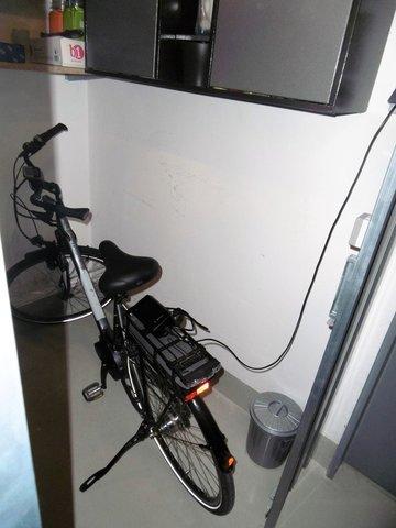 Abschliessbarer Raum für E-Bikes mit Steckdose