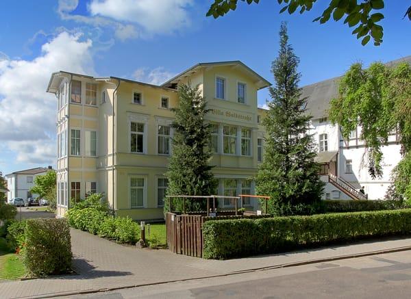 Im Herzen Bansins erwartet Sie ein neu sowie modern eingerichtetes 1-Raum-Appartement mit traumhaftem Blick in den gegenüberliegenden Park ...  250 m vom weißen Ostseestrand.