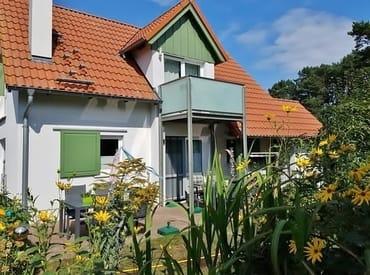 Bild: Ferienhaus mit 2 gemütlichen FeWo direkt am Strand