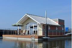 """Bild: Schwimmendes Haus """"Hiddensee"""""""