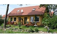 Bild: Ferienhaus JoJo in Glowe, 150 m zum Strand !!