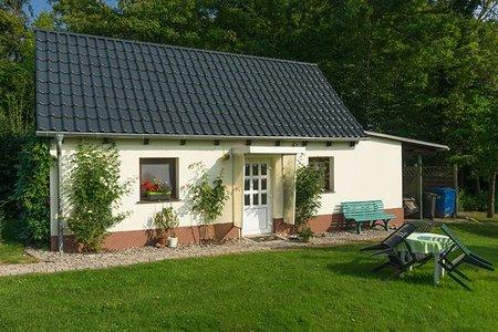 Bild: Ferienhaus in Sagard Rügen mit großem Garten