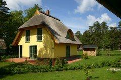 """Bild: Ferienhaus mit Reetdach """" Pia"""""""