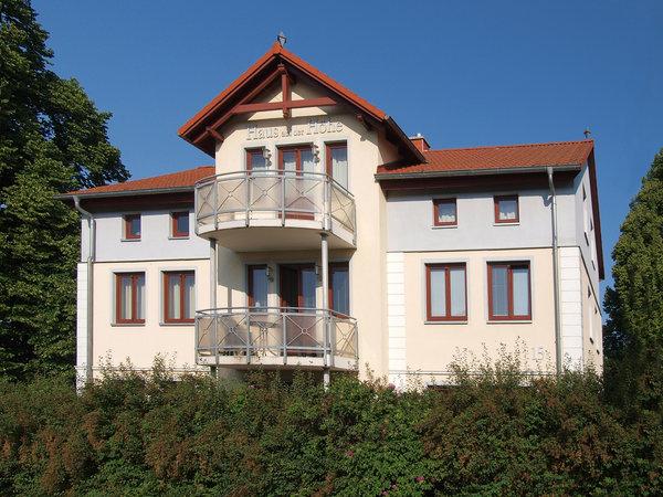 Bild: Haus auf der Höhe