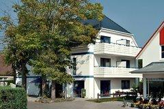 Bild: Appartmenthaus - großer Südbalkon & Fahrräder