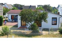 Bild: Ruegenstrandhaus direkt am Strand: Haus und FEWO's