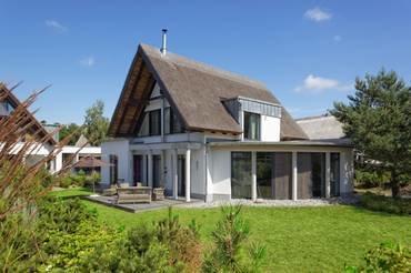 Bild: Schilfrohrgedecktes 5-Sterne Strandhaus K 15