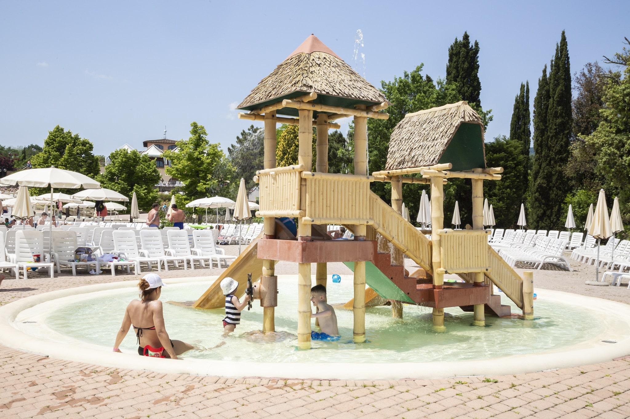 Giochi in piscina al Norcenni Girasole club Figline