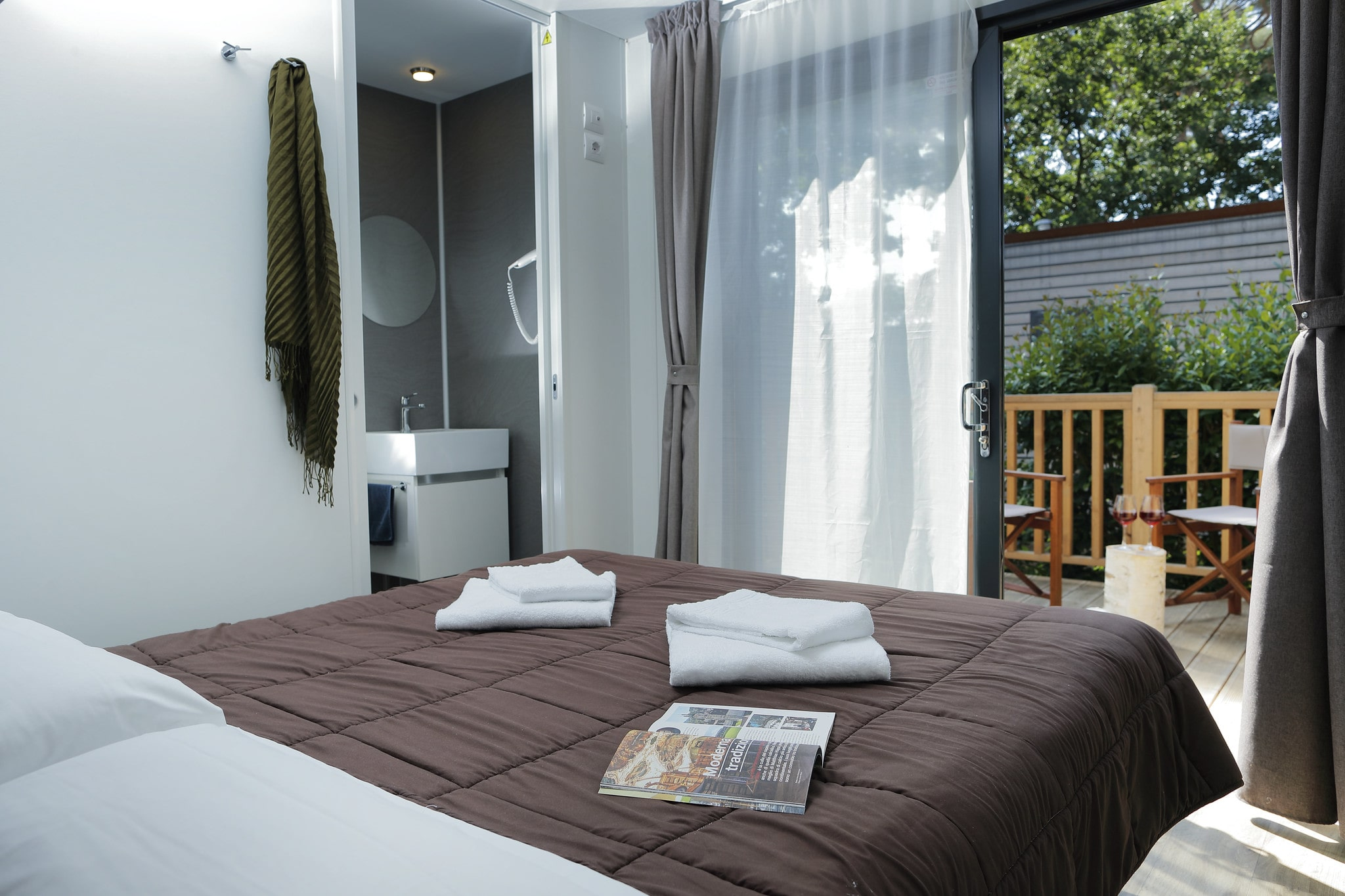 Camera doppia in casa mobile con terrazza privata