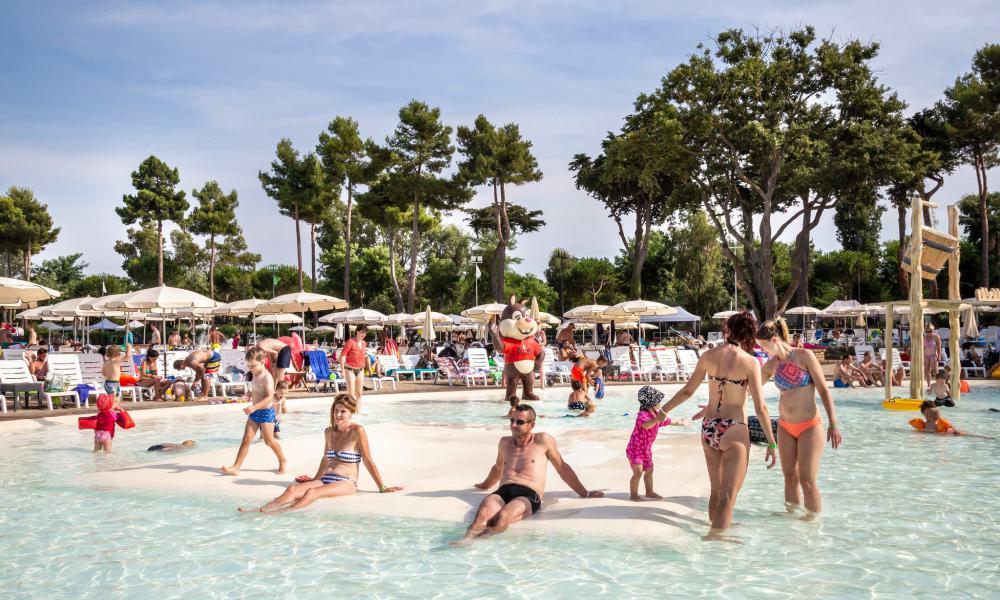 Nuova piscina laguna al Park Albatros Village