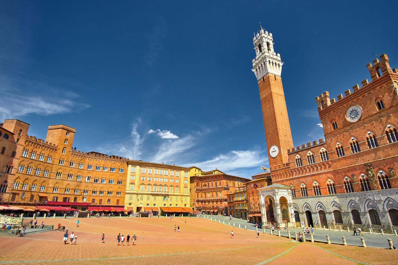 Piazza del campo, terra di Siena