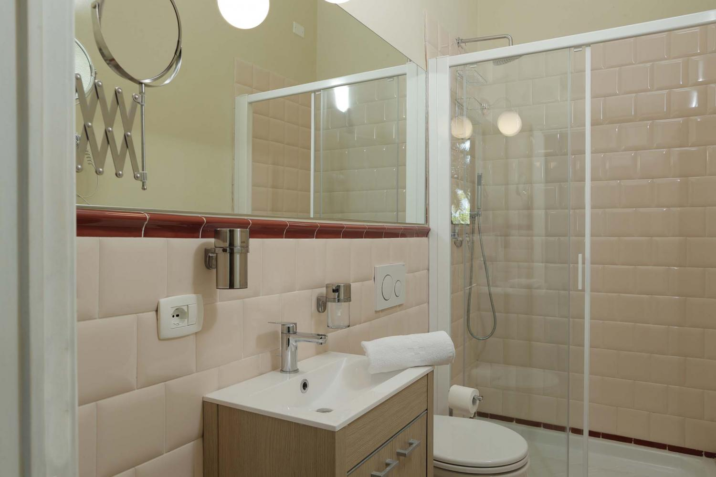 Bagno con doccia camera d'albergo Park Albatros