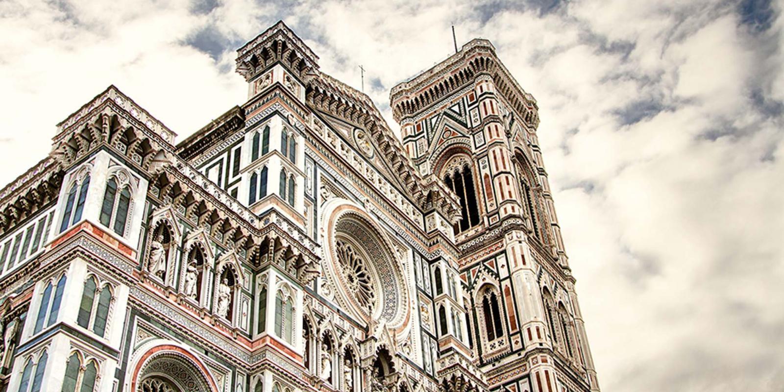Cattedrale in Piazza del Duomo e campanile di Giotto