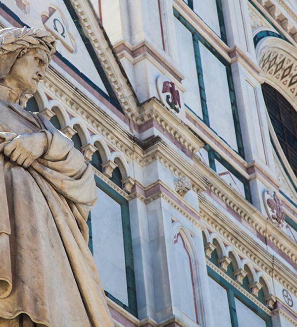 Statua di Dante in piazza a Firenze