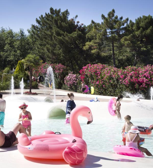 Parco acquatico con gonfiabili al Norcenni Girasole club