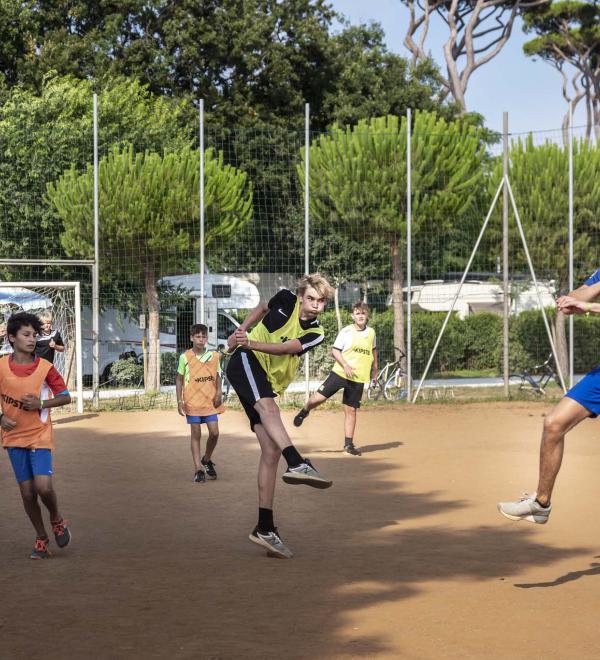 Sport al vilalggio, campo di calcio e pallavolo