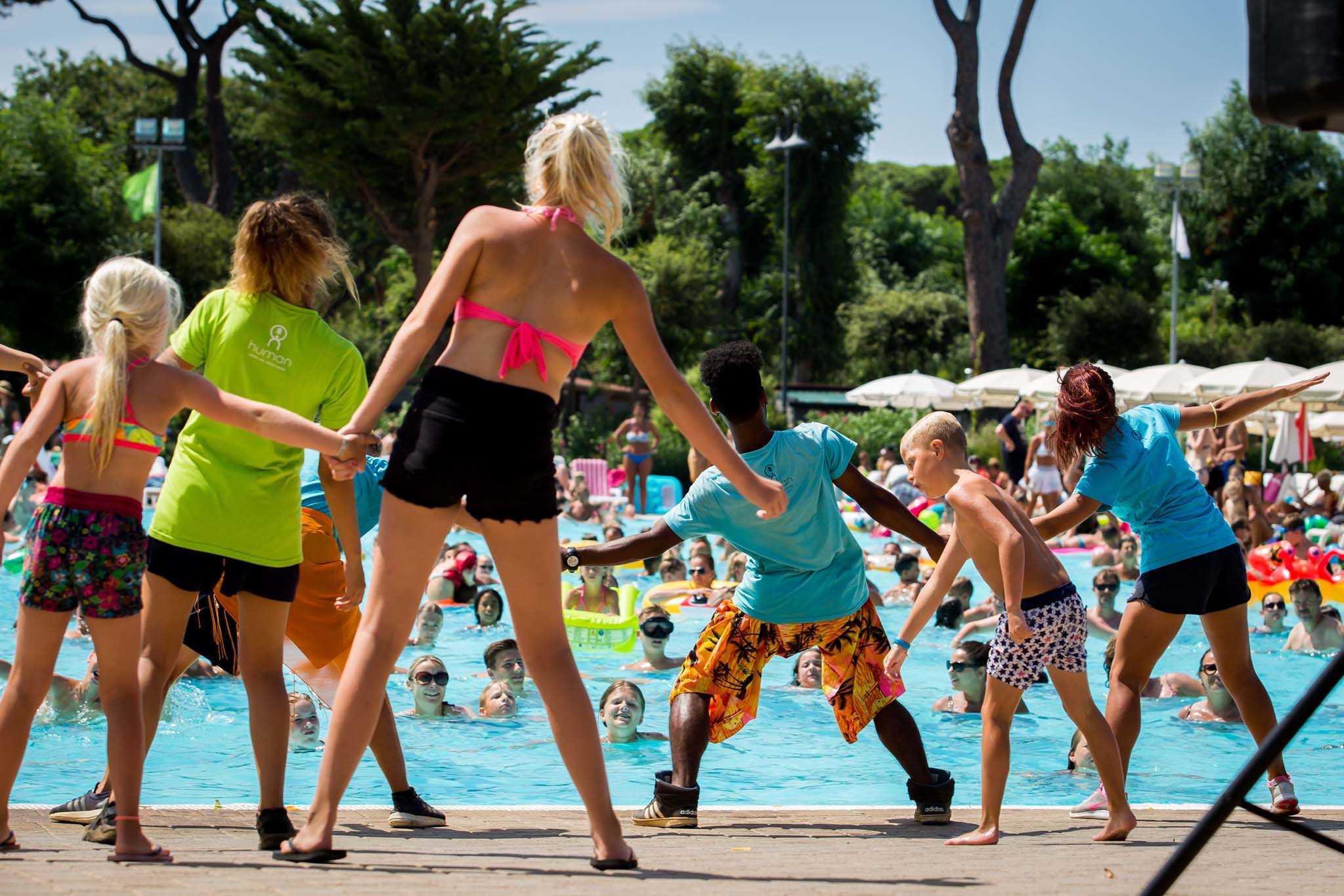 Attività di animazione a bordo piscina | Park Albatros Village