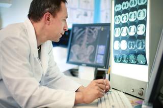 Visita con lettura di esami radiografici