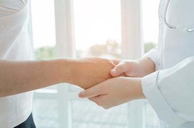 Prima visita di chirurgia della mano - Dr. Riccardo Gazzola | Pazienti.it