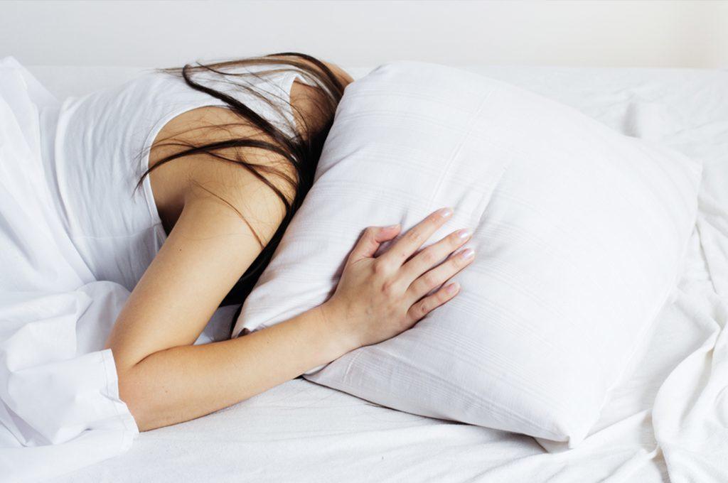 Cause e conseguenze del mal di testa notturno