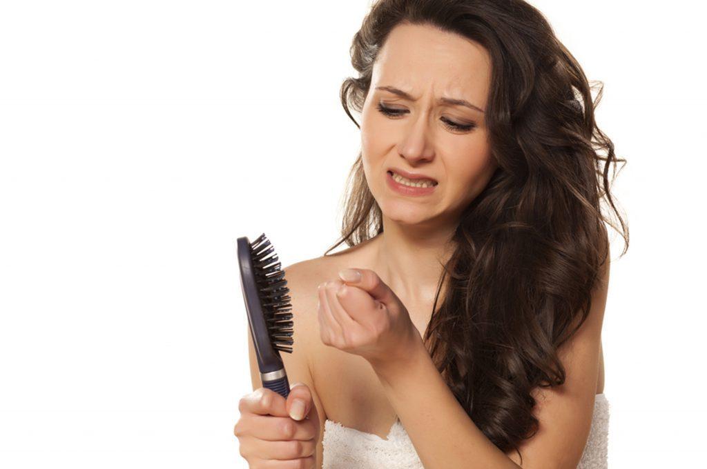 Perdita dei capelli: cause e rimedi