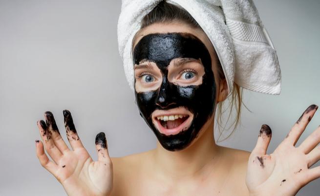 maschera al carbone e black mask fai da te