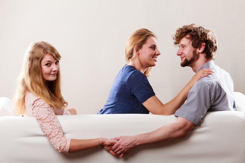 Tradimento: perché un uomo sposato tradisce la propria moglie?