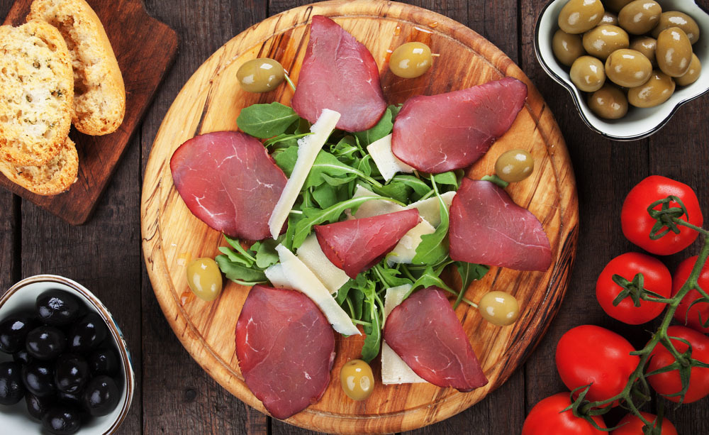 bresaola: tradizione a tavola